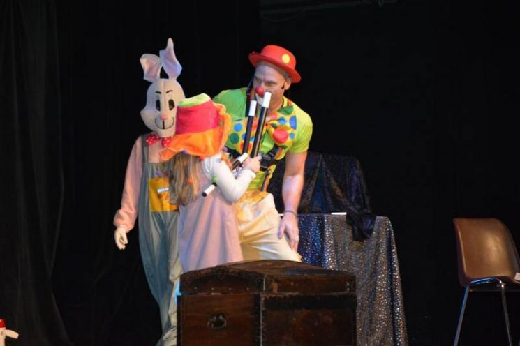 Spectacle de clown magicien