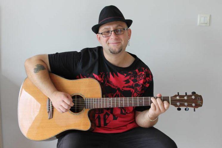 Romuald Mestre, professeur de guitare électrique et acoustique